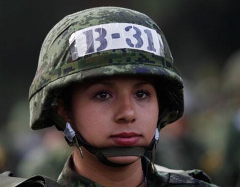 mujer-soldado-mexico-220412